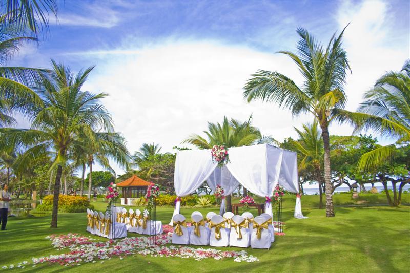 Grand Hyatt Bali Beach Pergola Coconut Garden Wedding